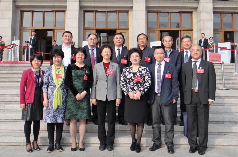 青岛科技大学代表委员们怀揣着沉甸甸的